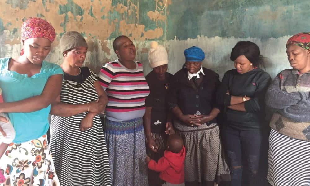 SEF members praying before meting